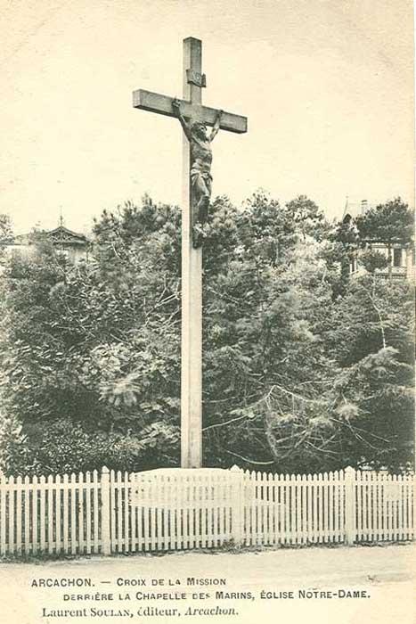 Croix derrière Notre-Dame