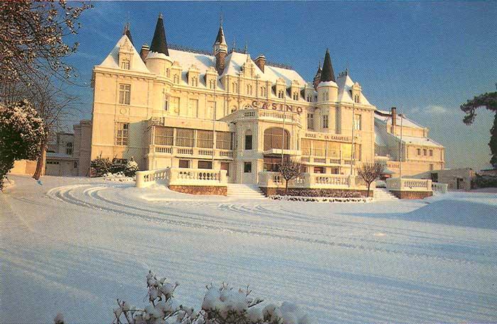 Le Casino sous la neige